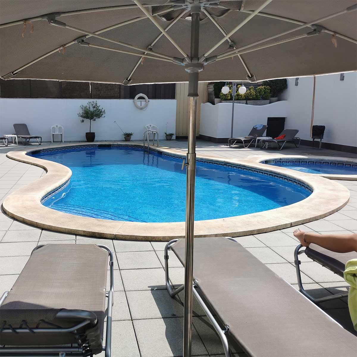 Servicios: En el Hotel Petit Palau disponemos de servicio de piscina exterior y solarium