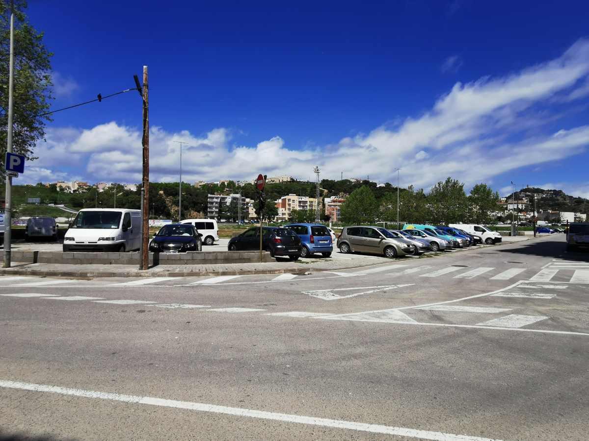 Servicios: A 50 m. del hotel hay una zona muy amplia de aparcamiento municipal gratuito