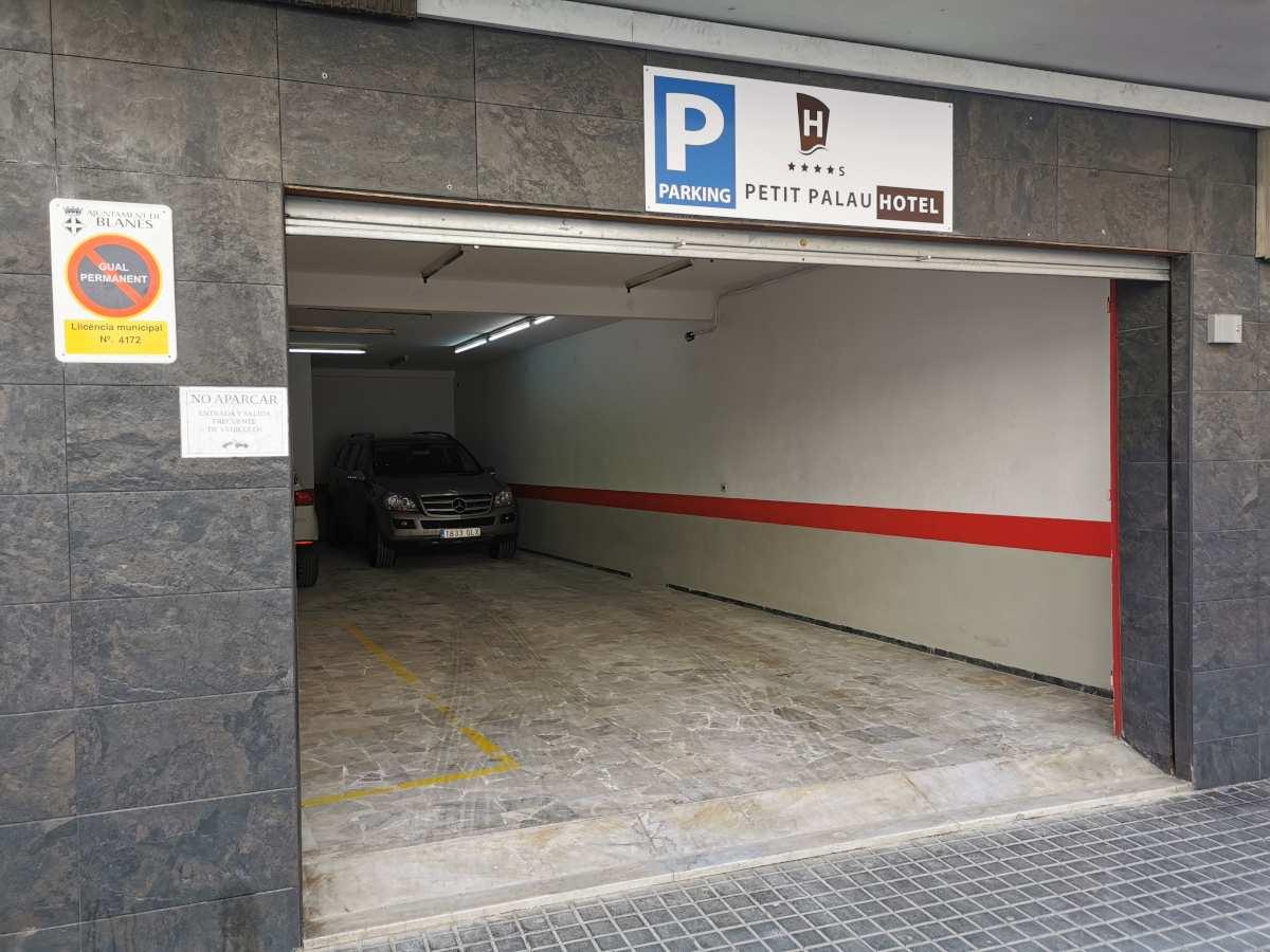 Servicios: En el Hotel Petit Palau disponemos de servicio de parking privado